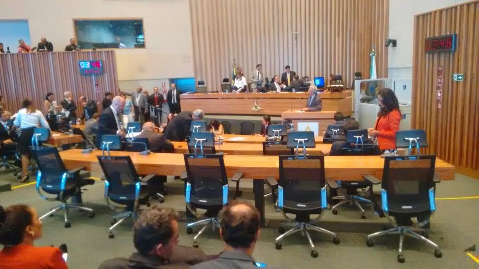 plenárioo - Câmara Legislativa e Palácio do Buriti vivem relação azeda