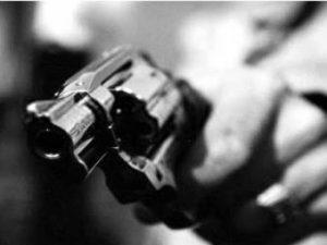 Empresário se mata em frente a ministro e governador