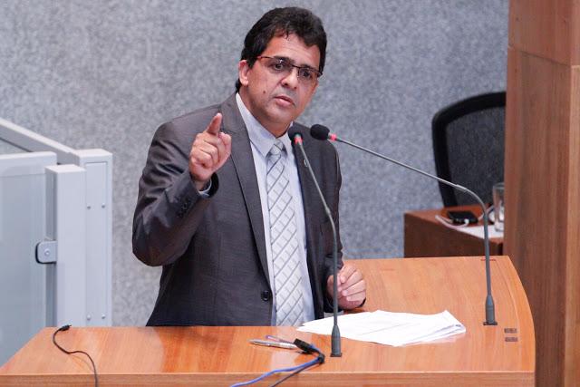 valewww - Rollemberg quer apoio de distritais para implantar Organizações Sociais