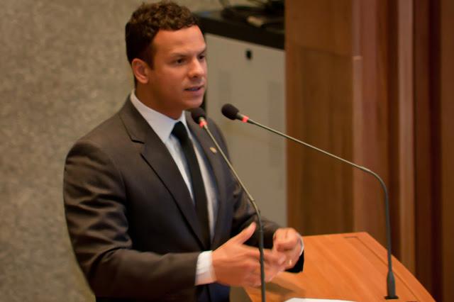 Dep. Prof. Israel discurso1 - Israel Batista e o voto contra Bolsonaro