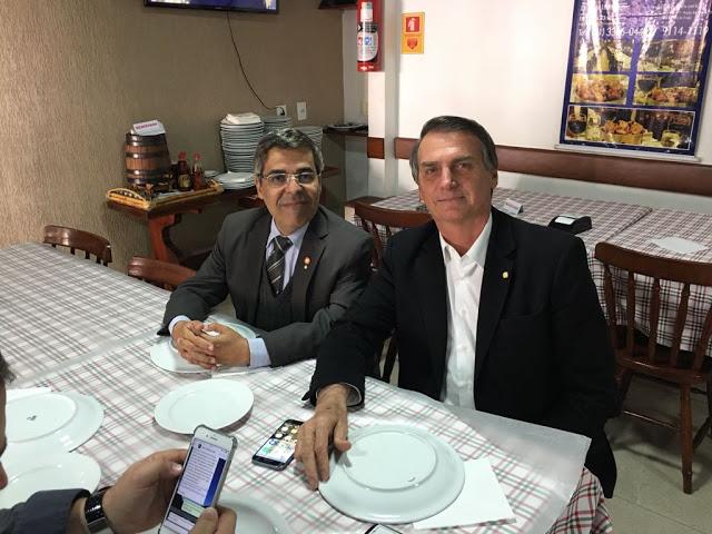 boll - Em Brasília: Bolsonaro balança a roseira