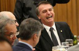 Em Brasília, Bolsonaro lidera