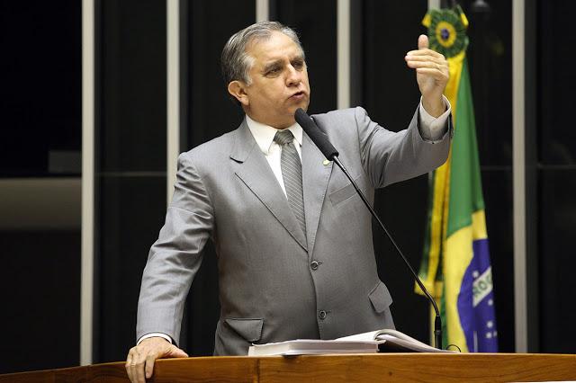 Izalci 3 1 - Flávio Bolsonaro vai acatar sugestão de Izalci