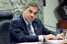 """Senador quer ser """"melancia"""" na CLDF"""