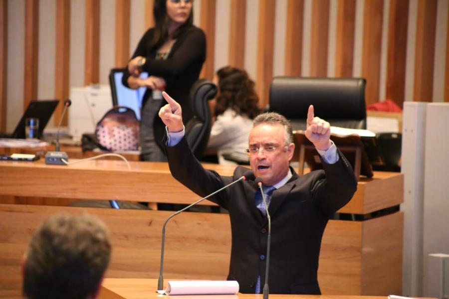 bispo renato andrade buriti camara legislativa radio corredor - Bispo Renato de saída