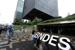 Bolsonaro manda recado para gestão de bancos