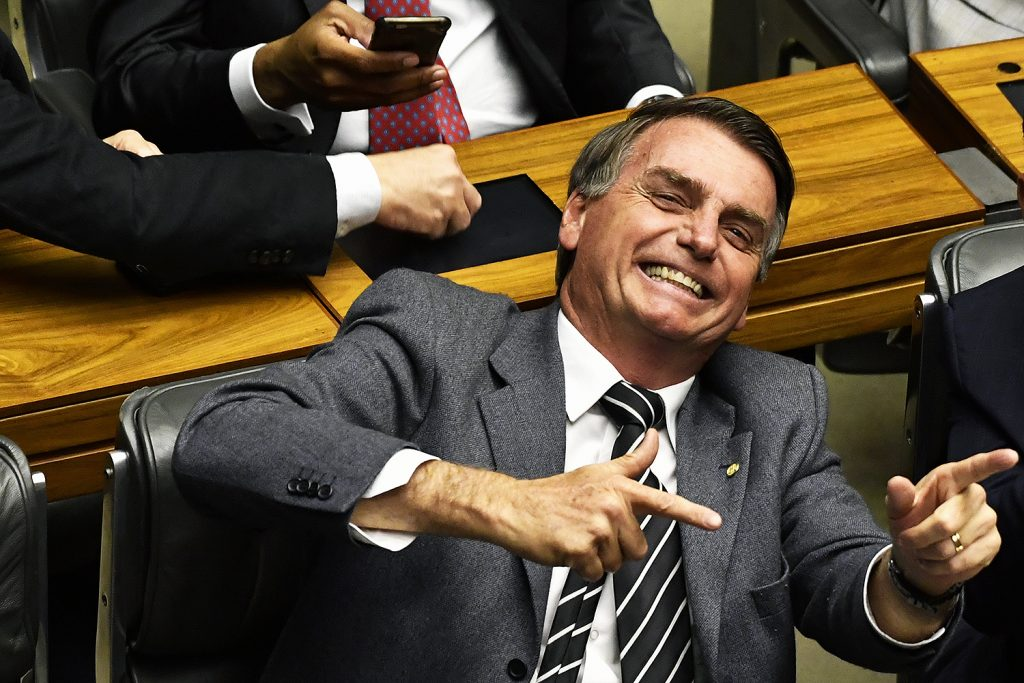 deputado jair bolsonaro arma decreto assinado radio corredor 1024x683 - Deputado a Bolsonaro: 'moleque'