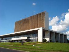 DODF para 'políticos fracassados do MDB nacional'