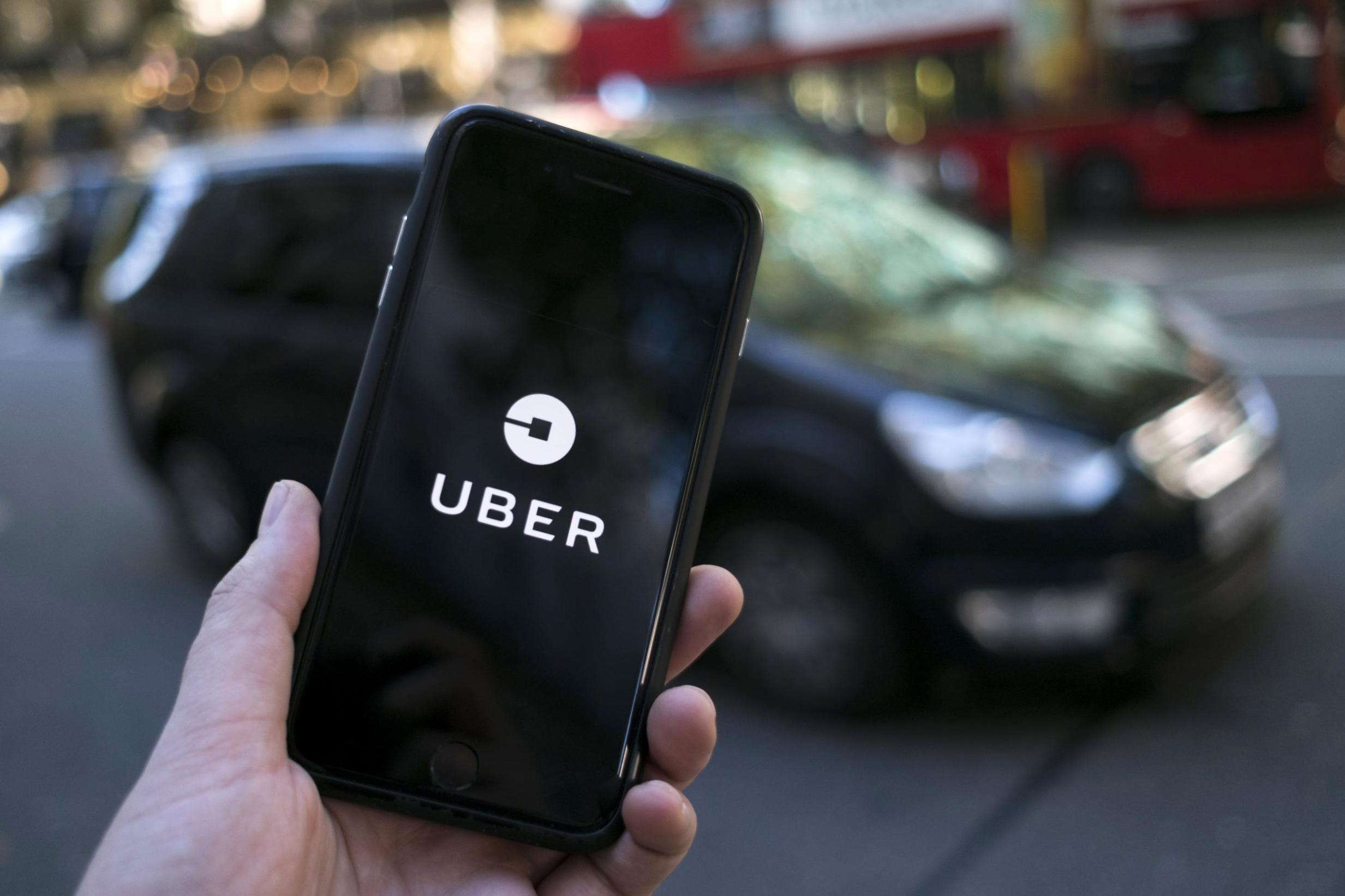 Empresas de ônibus querem acabar com Uber Juntos