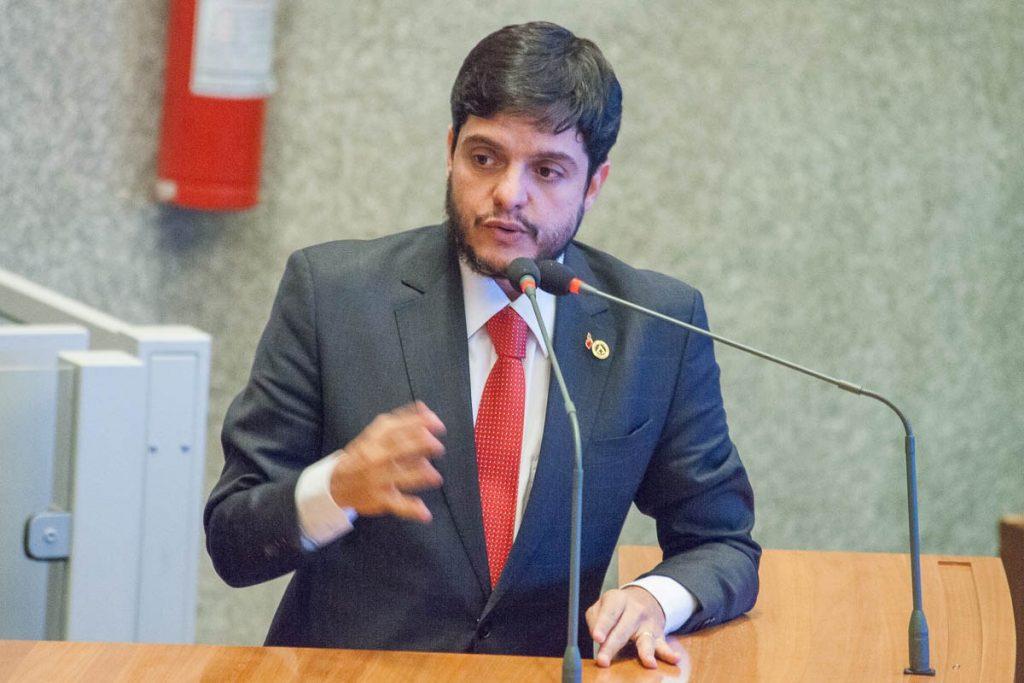 Rodrigo Delmasso deputado distrital radio corredor 1024x683 - Reforma tributária em debate