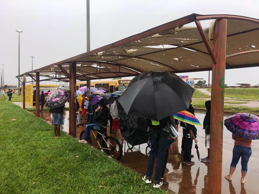 chuva alunos estrutural radio corredor - Administração resolverá problema que denunciamos