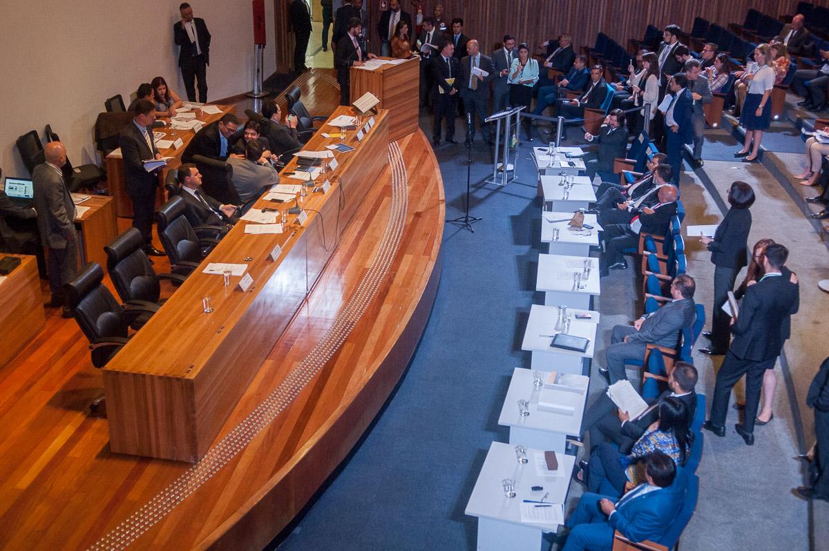 cldf plenario votação dodf ibaneis rocha radio corredor - DODF amanhece 'gordo' para a base de Ibaneis
