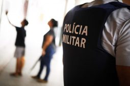 Escola com esfaqueado votou contra militarização