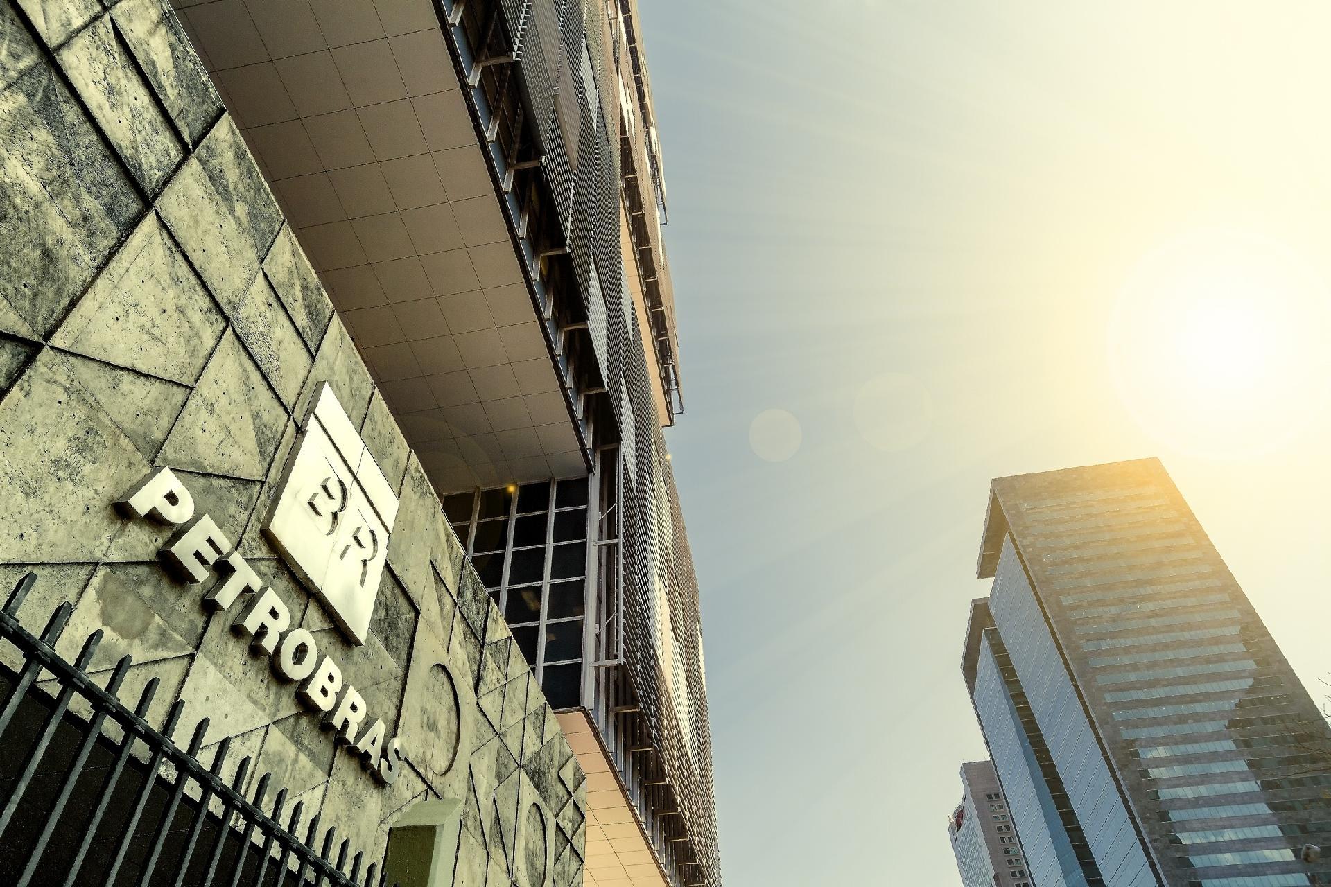 petrobras fachada radio corredor - Novo programa da Petrobrás anula PLR dos funcionários