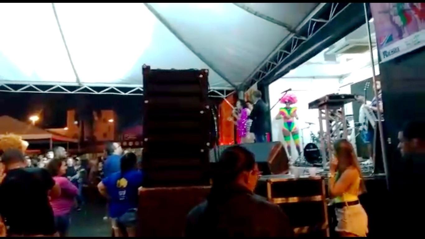 festa no riacho - 'Funk do diabo' causa polêmica em carnaval do Riacho