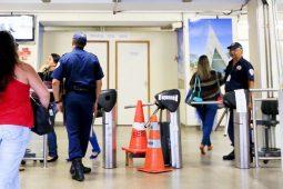 GDF pensa em colocar vigilantes armados em escolas