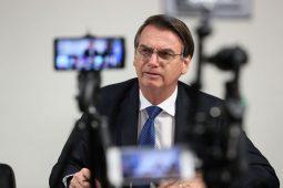 Bolsonaro vai ao Twitter desmentir próprio secretário