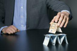 A síndrome do dinheiro fácil e a política