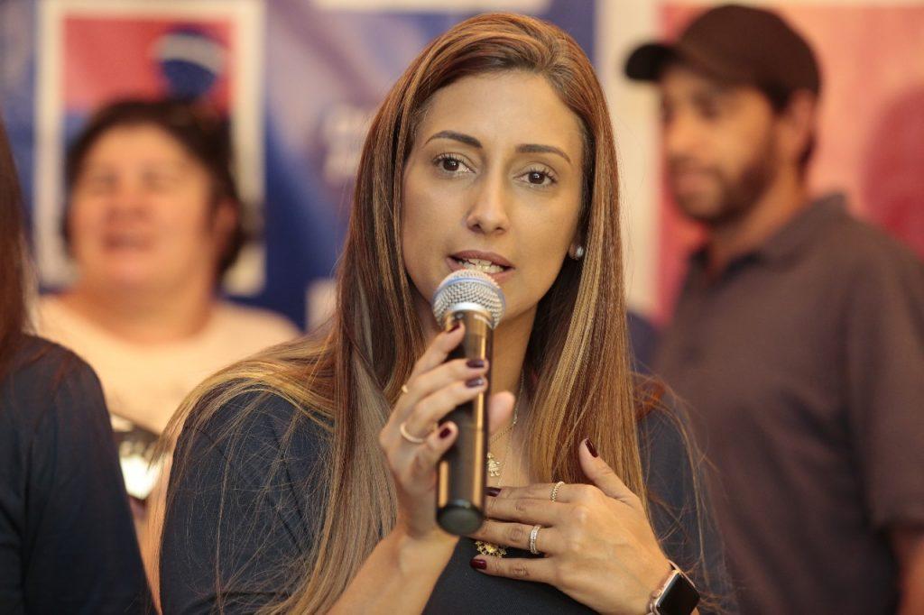 Flávia Arruda radio corredor 1024x682 - Câmara aprova suspensão de cadastro negativo