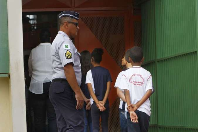 População aprova militarização das escolas? (foto: Ana Rayssa/Esp. CB/D.A Press)