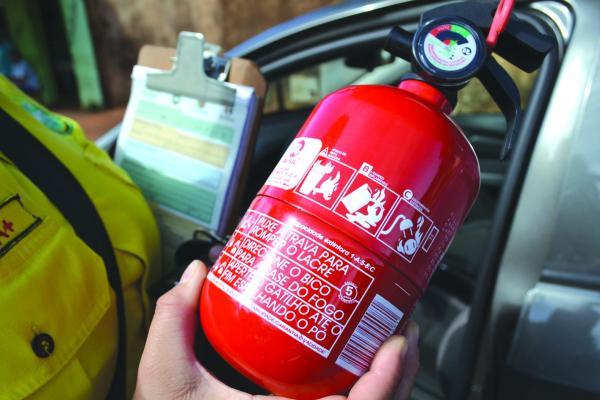 extintor incendio radio corredor - Volta dos extintores de incêndio nos carro