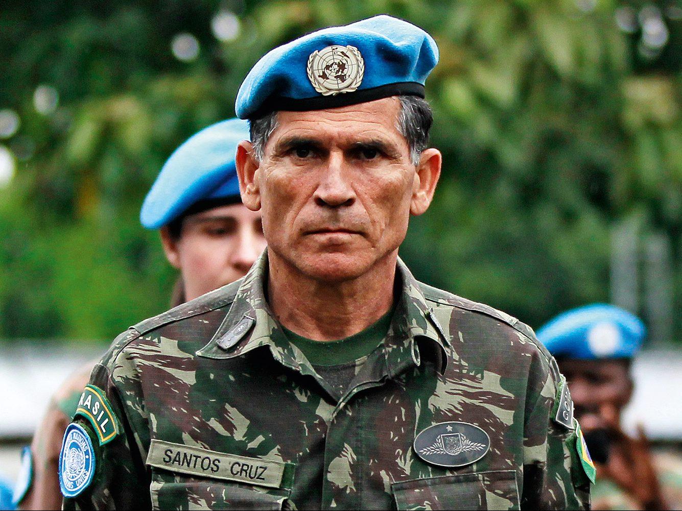 Bancada do DF quer encontro com general (Foto: Imagem: Thomas Mukoya/Reuters)