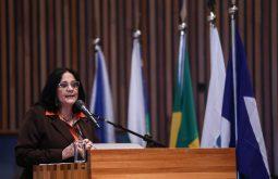 Grupos de zap estimulam suicídio, segundo ministra