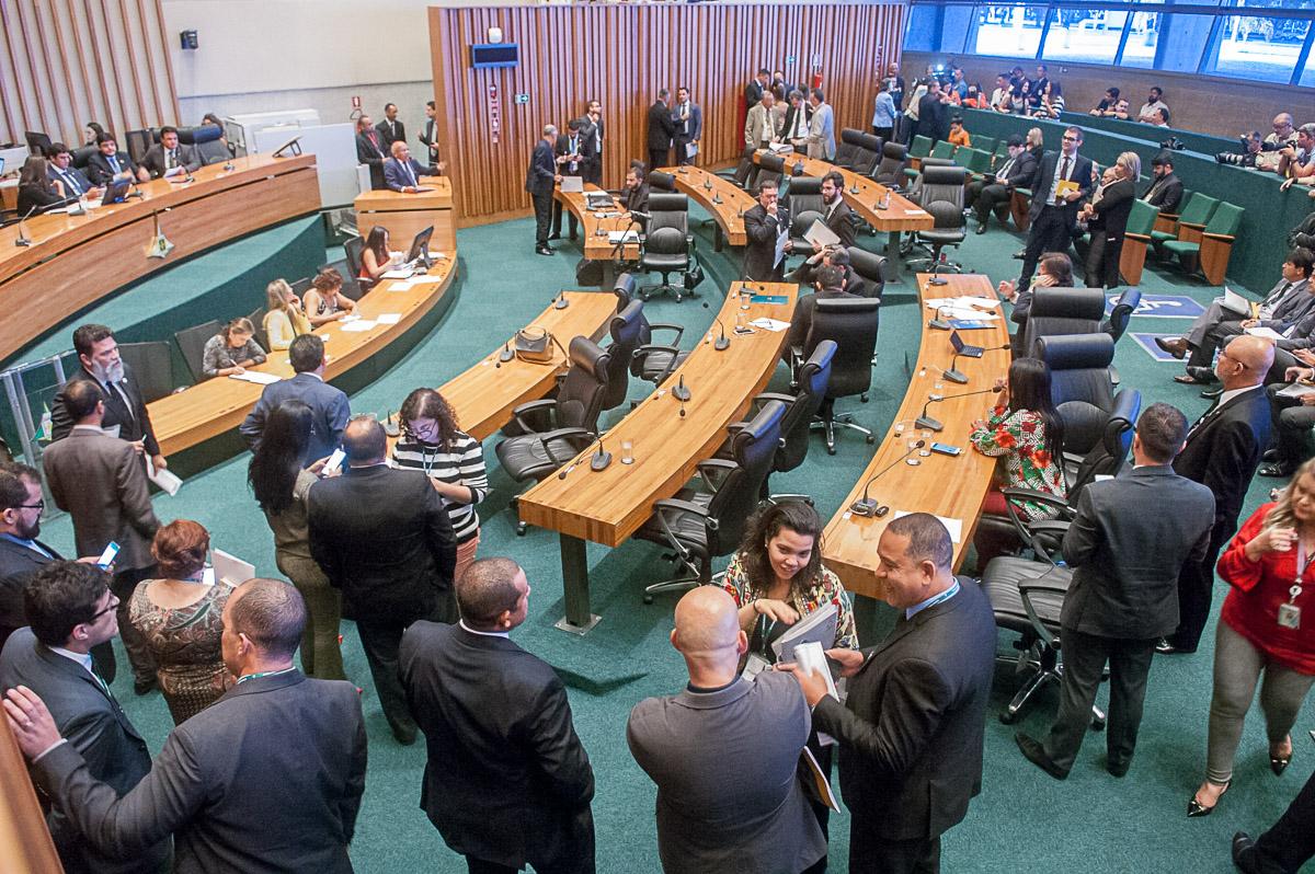 Câmara Legislativa: CPI no forno