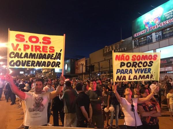 protesto de moradores do Vicente Pires (Foto: Afonso Ferreira/G1)