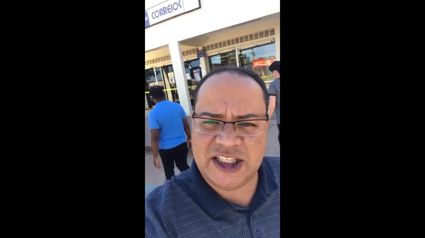 ex administrador faz protesto radio corredor - Ex-administrador regional faz protesto