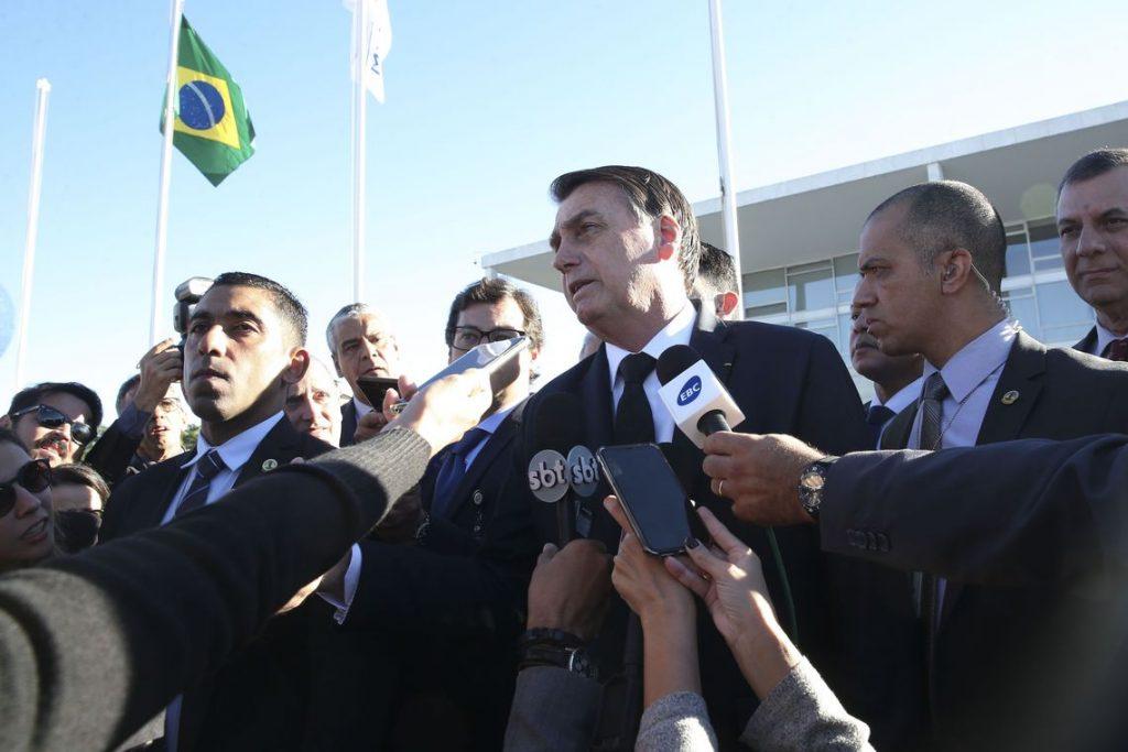 jair messias bolsonaro radio corredor 1024x683 - Bolsonaro usa exemplo próprio para veto da bagagem