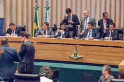 Deputados indignados com secretário