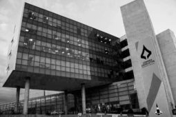 CLDF preto branco fachada compra carros oficias radio corredor 255x170 - Deputados na calada da noite