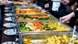Rafael Prudente: cuspir na comida do restaurante?