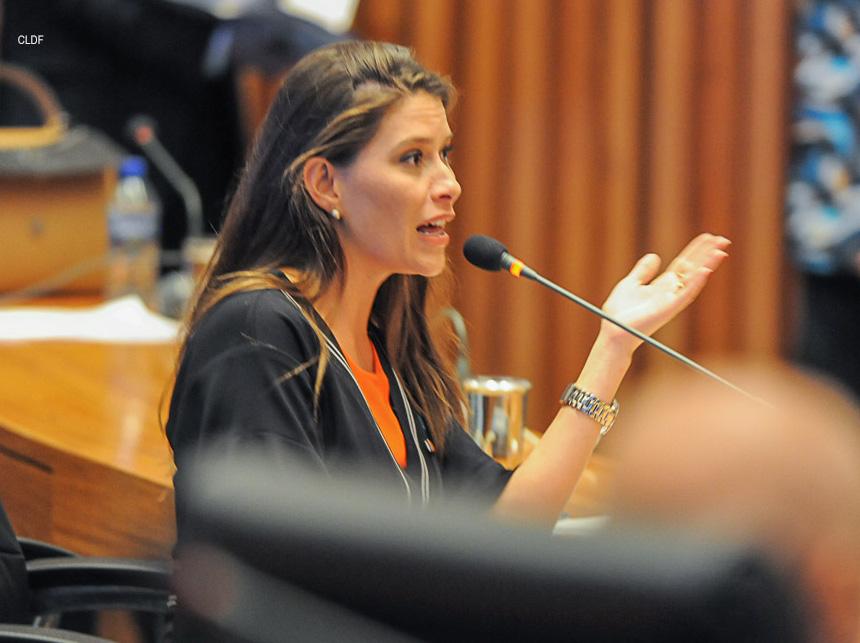 julia lucy - Voto contra