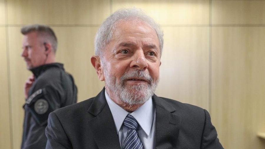 lula nos bastidores de entrevista exclusiva ao uol na carceragem da pf 1571265331199 v2 900x506 - Lula solto nas próximas horas