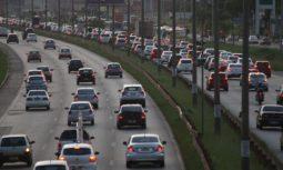 transito carros fotodr1425b149 255x153 - Movimentação nas estradas