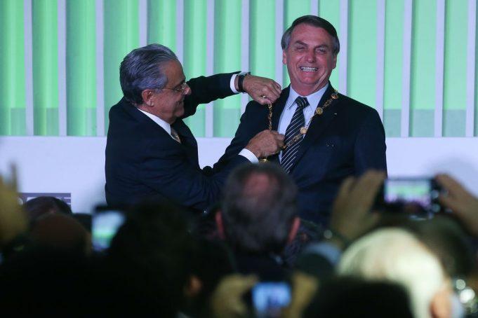condecorado - Bolsonaro é condecorado