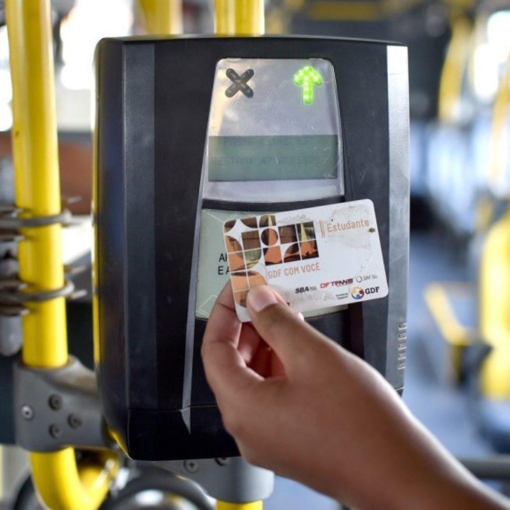 passelivre estudante andreborges agenciabrasilia 1200x1200 1024x1024 - Cartão estudantil será usado como cartão de crédito