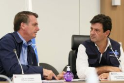 Bolsonaro e Mandetta  Isac Nóbrega PR 774x515 1 255x170 - Bolsonaro deve demitir Mandetta ainda nesta segunda (6), diz jornal
