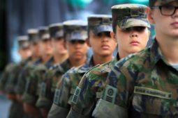 Elas no serviço militar