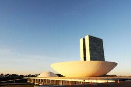 Read more about the article Oposição dividida