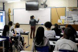 Read more about the article Reabertura de escolas deve acontecer antes do previsto