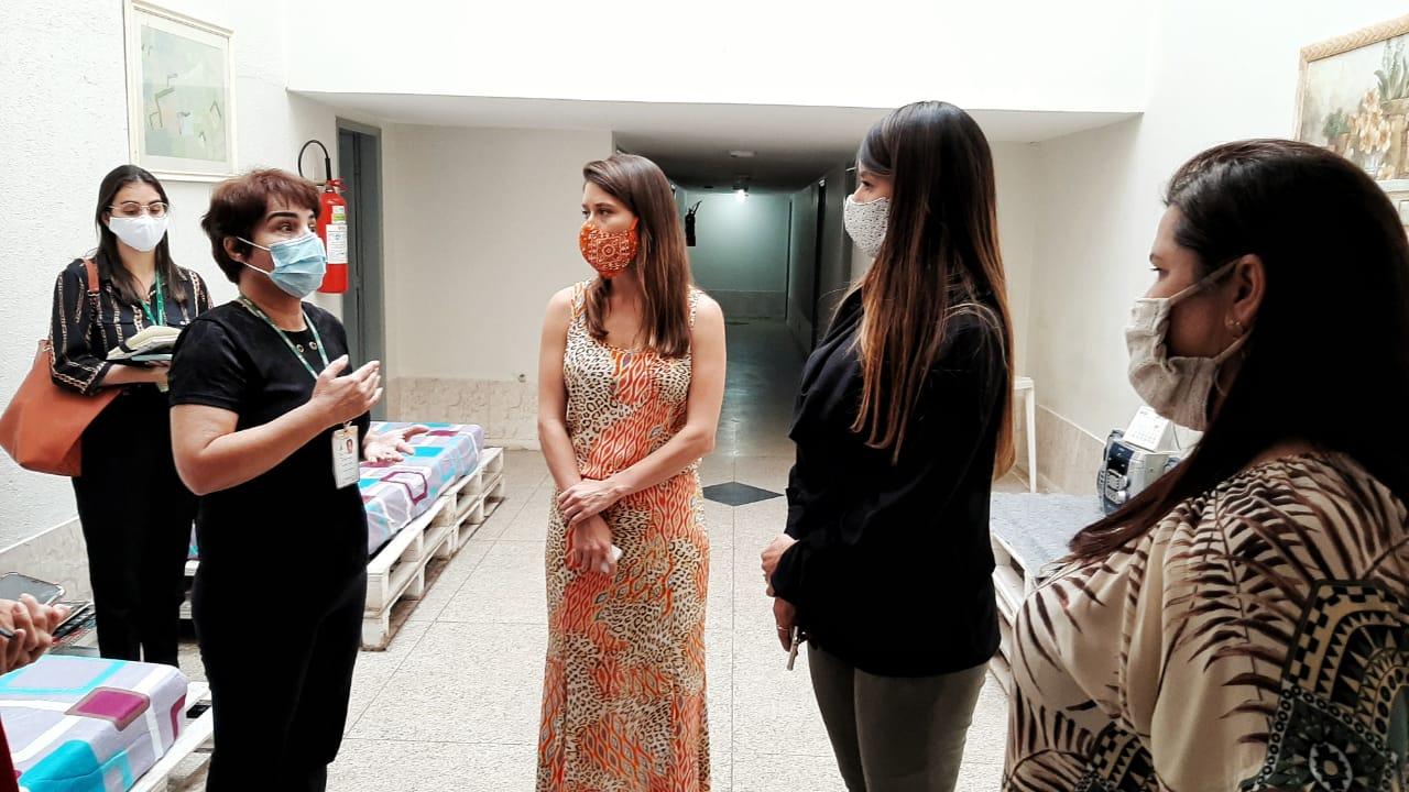 Júlia Lucy e Mayara Noronha visitam Casa Flor