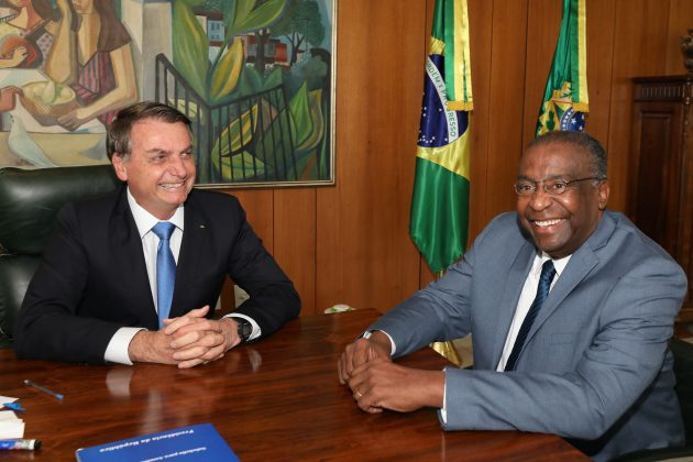 Decotelli entrega carta de demissão do MEC a Bolsonaro