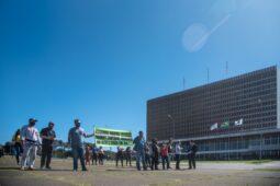 protesto abertura comercio8 255x170 - DF