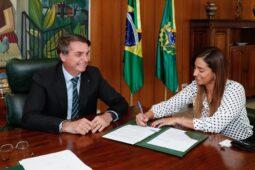 Agora é Lei: projeto de Flávia Arruda é sancionado por Bolsonaro