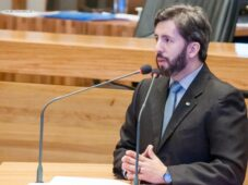 Read more about the article Grupo prioritário: distrital pede inclusão de internos de medicina