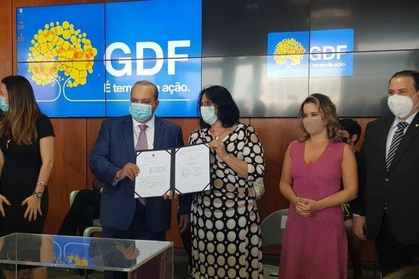 Proteja-se: Ibaneis e Damares lançam aplicativo